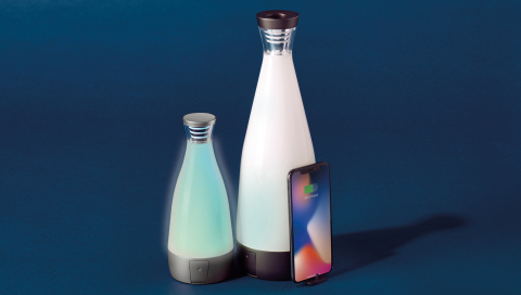 Mini & Regular Gloo Wireless Charging Bottle (Photo: Deconnect)