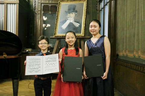 Super Prize winners(Left to right) Kids section: Mattias Antonio Glavinic, Young section: Monica Zha ...