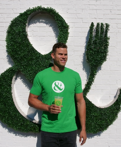 Kris Humphries will be CRISP & GREEN'S first franchise partner. (Photo: Business Wire)