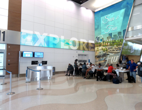 Fort Lauderdale Hollywood International Airport (FFL) features Clear Channel Airport's new state-of-the-art digital ad network. (Photo: Business Wire)