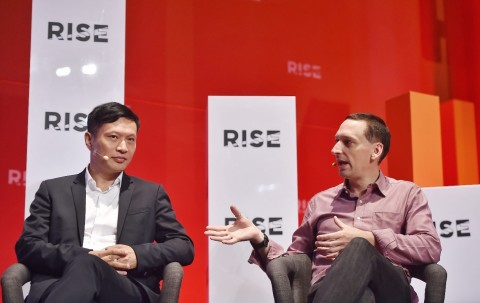 Xunlei and Onething Technologies CEO Lei Chen and Bloomberg Opinion columnist Tim Culpan © RISE conf ...