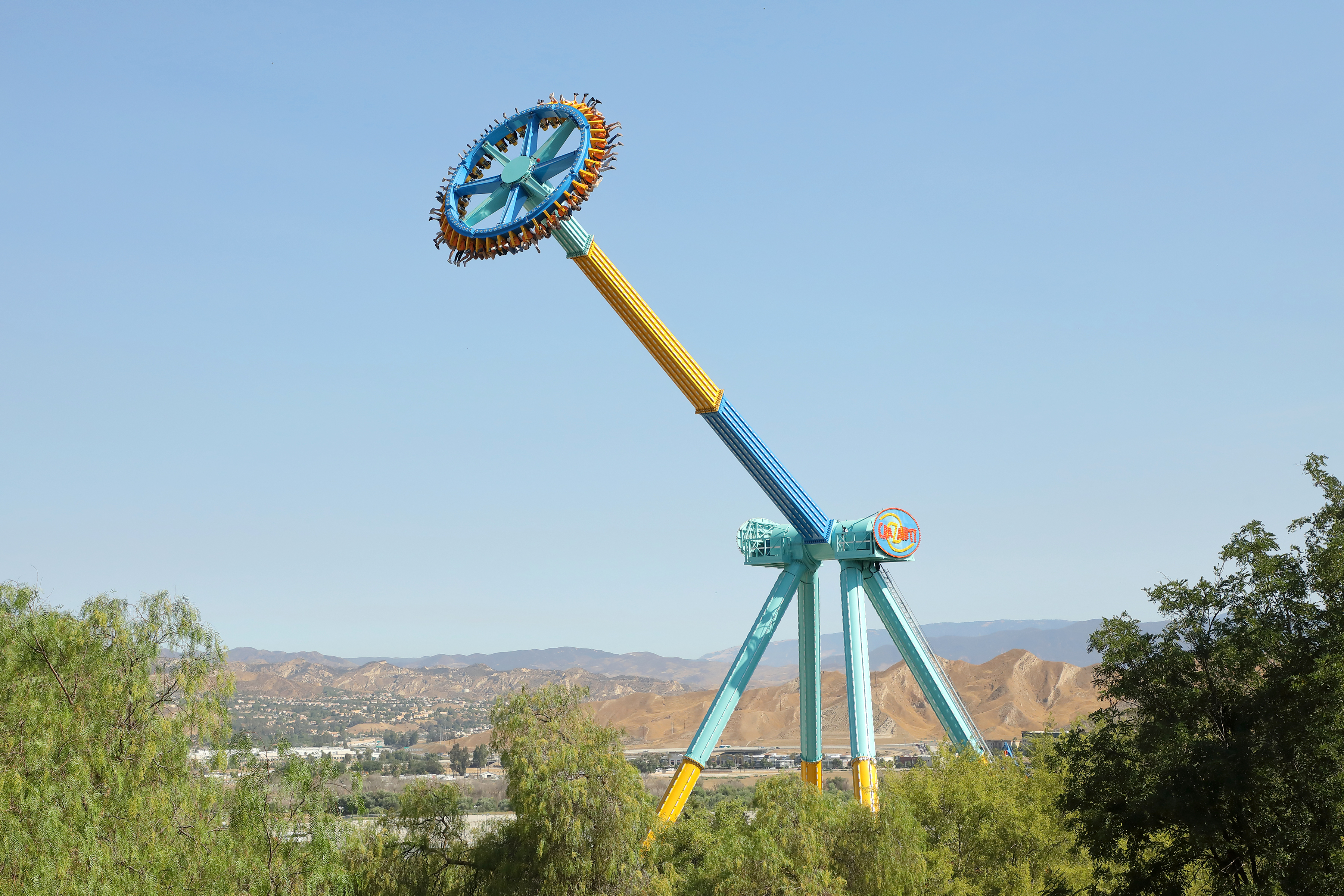 Worlds Tallest Pendulum Ride Crazanity Debuts At Six Flags Magic Mountain Business Wire