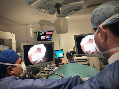 Dr. Sanjay Purkayastha at Imperial College performing a bariatric procedure and demonstrating the clinical efficacy of Digital Surgery's AI and Computer Vision platform. (Photo: Business Wire)
