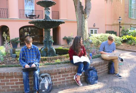 Historic College of Charleston addresses current mobile networking needs, while preparing for the future, with campus-wide indoor and outdoor Wi-Fi from Aruba. (Photo: Business Wire)