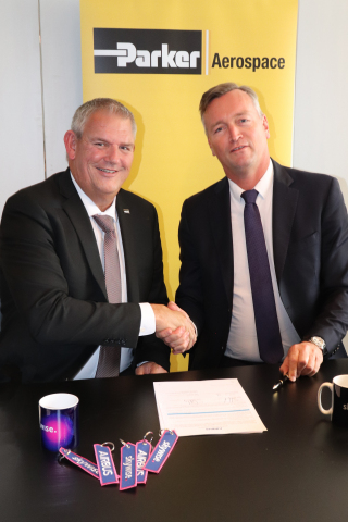 Skywise contract signing with Vice President of Customer Support Operations Austin Major (left) from Parker Aerospace and Digital Transformation Officer Marc Fontaine (right) from Airbus Group (Photo: Business Wire)