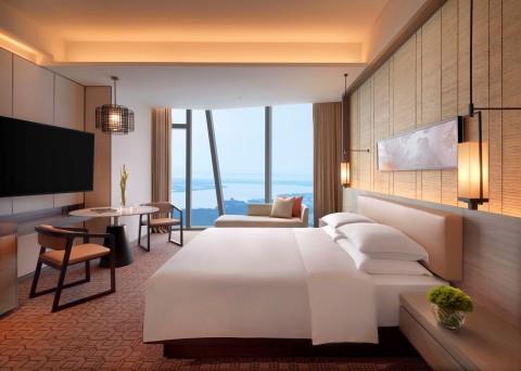 Standard Room at Hyatt Regency Zhenjiang (Photo: Business Wire)