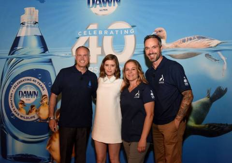 Kate Mara poses with Dr. Jeff Boehm, left, of The Marine Mammal Center, and JD Bergeron, right, and Julie Skoglund, second right, from International Bird Rescue, at an event celebrating how Dawn has helped save over 75,000 birds and marine animals from oil spills and natural catastrophes, Thursday, July 19, 2018, at Grand Central Terminal in New York. (Photo by Diane Bondareff/Invision for Dawn/AP Images)
