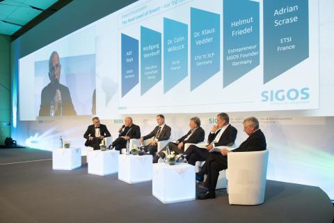 SIGOS-bespreking van het conferentiepanel - foto: www.uwe-niklas.com