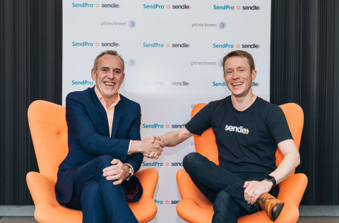 Stephen Darracott, Country Manager, Pitney Bowes and James Chin Moody, CEO and Co-founder, Sendle (Photo: Business Wire)