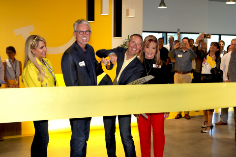 Dental Select officially opens its new headquarters in Sandy, Utah. Pictured left to right are Jennifer Williams, Brent Williams, Mark Coyne and Suzette Musgrove. (Photo: Business Wire)