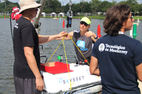 Teams prepare to hoist their vehicle into the water. (Photo: Business Wire)