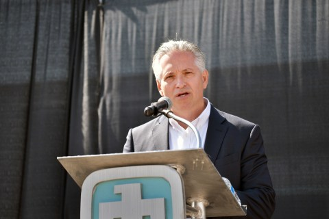 Kevin Smith, SolarReserve's Chief Executive Officer, spoke at the 40th anniversary celebration of Sandia's National Solar Thermal Test Facility (Photo: Business Wire)