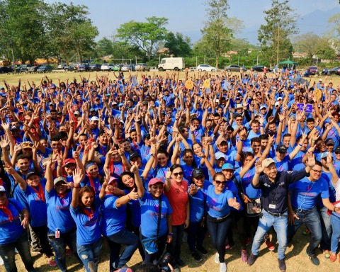 HanesBrands' 30,000-plus employees in Central America and the Caribbean take an active role in their communities. A group of employee volunteers recently transformed a public space in Honduras. (Photo: Business Wire)