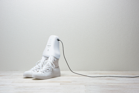 Panasonic shoe deodorizer MS-DS100 (Photo: Business Wire)
