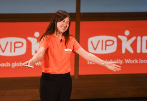 VIPKid Founder and CEO Cindy Mi thanks audience of VIPKid teachers for their dedication and passion for teaching (Photo: Business Wire)