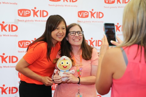 VIPKid Founder and CEO Cindy Mi greets VIPKid teachers at Journey at the George W. Bush Presidential Center in Dallas (Photo: Business Wire)