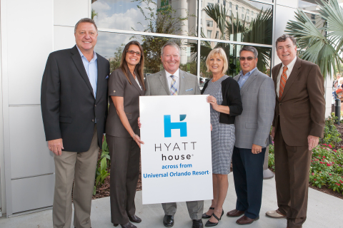 From L-R: Summit Hotel Properties Chief Operating Officer and Executive Vice President Craig Aniszewski; Hyatt Senior Vice President of Operations Susan Santiago; Orlando Mayor Buddy Dyer; Hyatt House across from Universal Orlando Resort(TM) General Manager Nina Shirk; Summit Hotel Properties Vice President of Asset Management Trent Peterson; and City of Orlando District 3 Commissioner Robert Stuart (Photo: Business Wire)