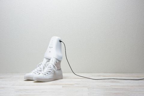 Panasonic shoe deodorizer MS-DS100 (Photo: Business Wire)