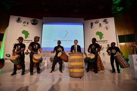 Jack Ma and dignitaries countdown to the launch of the Netpreneur Prize. From left to right: H.E. Amb. Lin Songtian, China Ambassador to S. Africa; Ms Mmamoloko Tryphosa Kubayi-Ngubane, Minister of Science and Technology, South Africa; Jack Ma, Executive Chairman, Alibaba Group; Dr Mukhisa Kituyi, Secretary-General, UNCTAD. Courtesy of Jack Ma Foundation.