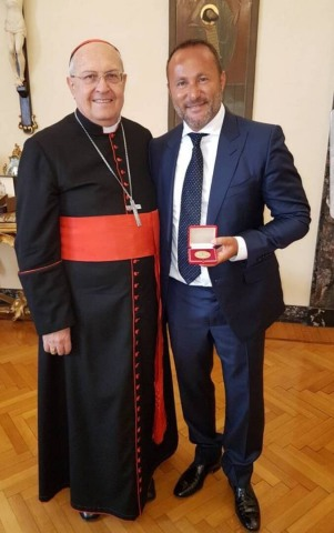 """Dr. Andy Khawaja, CEO of Allied Wallet, was awarded a """"Medal of Goodness"""" on behalf of the Vatican by Leonardo Sandri. (Photo: Business Wire)"""