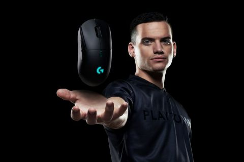 """""""The Logitech G PRO Wireless is so surprisingly lightweight. I always expect wireless to come at the cost of weight, but it doesn't. This G PRO Wireless is so easy to flick and move smoothly, it's exactly what I look for in a mouse."""" -BABYBAY, San Francisco Shock (Photo: Business Wire)"""