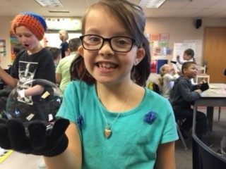 Harris today announced STEM grants that will provide another round of Space Foundation Space in the Community programs in Colorado Springs schools like this event in a primary school in February. (Photo: Business Wire)