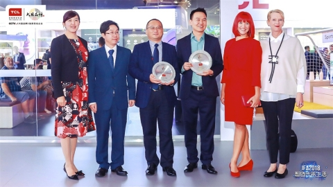 TCL X8 QLED TV and Inverter No-frost Refrigerator won IDG awards (Photo: Business Wire)