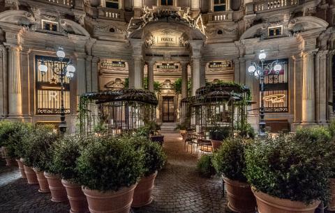 Starbucks Reserve Roastery Milan exterior (Photo: Business Wire)