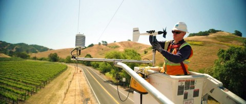 A PG&E technician installs one of 100 new weather stations. (Photo: Business Wire)
