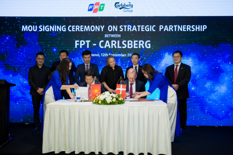 FPT and Carlsberg sign the agreement to establish global partnership. (Photo: Business Wire)