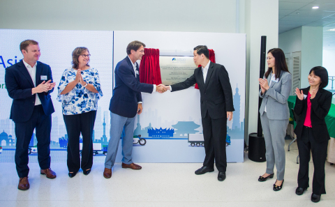 Plaque unveiling by Afton Chemical Corporation and Singapore Ministry of Trade and Industry (Photo: Business Wire)