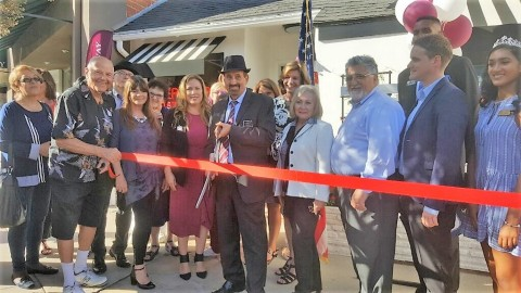 Members of the Berkshire Hathaway HomeServices Crest Real Estate team and guests commemorate their new office in La Canada Flintridge (Photo: Business Wire)