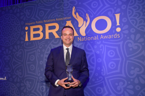 Jorge A. Plasencia, Republica Havas co-founder, chairman and CEO, receives the HPRA's top honor – the 2018 ¡BRAVO! Pioneer of the Year Award. (Photo: Business Wire)