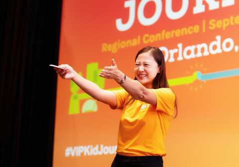 VIPKid Founder and CEO Cindy Mi addresses crowd of over 400 teachers and students celebrating VIPKid's five year anniversary in Orlando, Florida. (Photo: Business Wire)