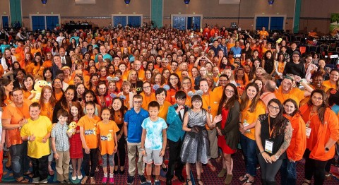 Over 400 North American teachers and their students from China gather together in Orlando, Florida to celebrate VIPKid's five year anniversary at the third regional Journey conference of 2018. (Photo: Business Wire)