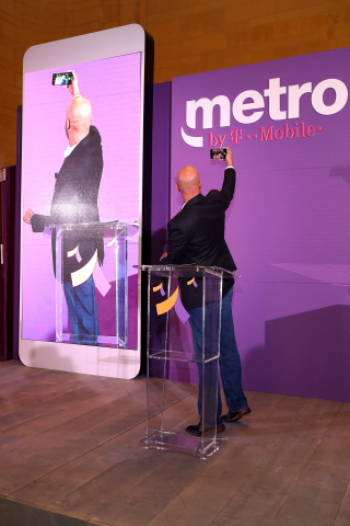 Keegan-Michael Key with the celebratory stage selfie (Photo: Business Wire)