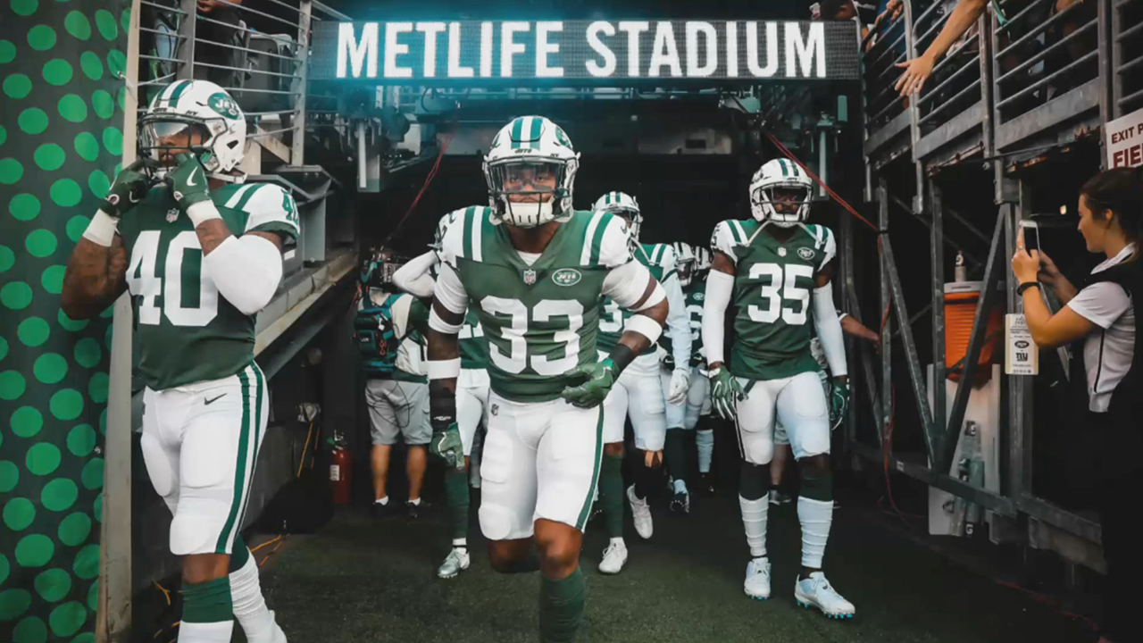 How the New York Jets Engage Fans with Real-Time, Thumb-Stopping Photography.