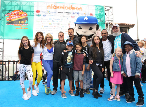 Brooke Burke, Denise Austin, Michael Greenberg, David Charvet, Sugar Ray Leonard and Rabbi Yossi Mintz join family and friends at the 2017 Skechers Pier to Pier Friendship Walk. (Photo: Business Wire)