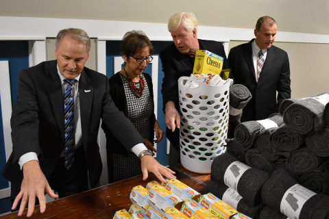 L to R: Tom Edmiston, SVP, Business Development, Cinnaire; Oak Park Mayor Marian McClellan; Marc Craig, CEO, Community Housing Network; and Dennis Mouras, CEO, UnitedHealthcare Community Plan of Michigan help assemble welcome baskets donated by UnitedHealthcare to new residents of Jefferson Oaks (Photo: Nick Azzaro).
