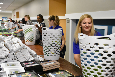 UnitedHealthcare employees join community partners to help assemble welcome baskets for new residents of Jefferson Oaks (Photo: Nick Azzaro).