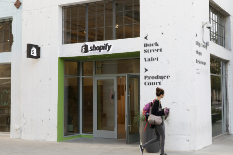 Shopify's new, first-of-its-kind physical space for providing in-person help, support and training for merchants on its commerce platform. Shopify LA is now open, welcoming entrepreneurs at ROW DTLA in downtown Los Angeles. (Photo: Business Wire)