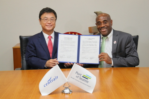 Airport Friendship and Partnership Agreement with Seattle-Tacoma International Airport (Signers: Lance Lyttle, Managing Director, Seattle-Tacoma International Airport(Right), Masanao Tomozoe, President & CEO, Central Japan International Airport Co., Ltd.(Left))(Photo: Business Wire)