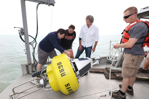 Dr. Robert M. McKay and Dr. George Bullerjahn review data from buoy on Lake Erie (Photo: Business Wire)