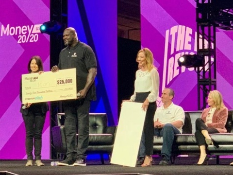 Laurie Rowley receives grand prize from guest judge Shaquille O'Neal (Photo: Business Wire)