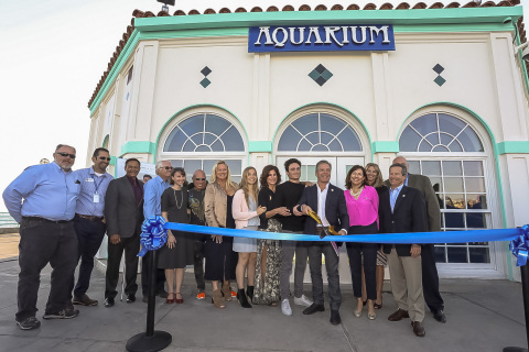 Harrison Greenberg's family, Skechers president and father Michael Greenberg, mother Wendy and siblings Chase and Mackenna, are joined by Harrison Greenberg Foundation executive director Robin Curren; Manhattan Beach city officials; Ocean Teaching Stations board president John Roberts; and CambridgeSeven architect Peter Sollogub and his team for the unveiling of the revitalized Roundhouse Aquarium in Manhattan Beach, Calif. (Photo: Business Wire)