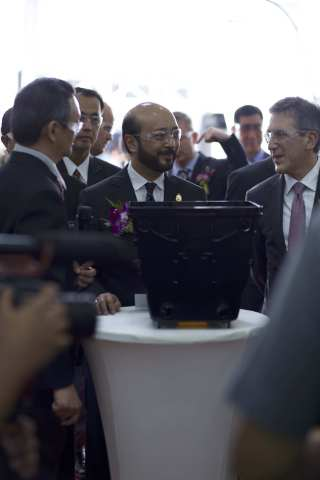 Chief Minister of Kedah, Malaysia and guests from Samsung and Micron joined Entegris for a tour around its state-of-the-art clean facility in Kulim (Photo: Business Wire)