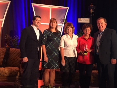 Nathan Edwards, Sandy Pope, Jen Nadeau and Emma Ladd accept award on behalf of Lincoln Financial. (Photo: Business Wire)