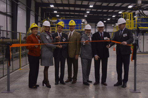 Piotr Galitzine, CEO and Chairman of TMK IPSCO; Viacheslav Popkov, SVP of Manufacturing of TMK-Group and local government dignitaries officially open the new coating facility in Wilder, KY. (Photo: Business Wire)