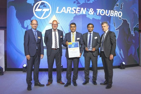 Mr. Gaurav Gupta (Centre), Chief Business Officer, Europe at L&T Technology Services with the Supplier of the Year award from Continental, along with officials from Continental. (Photo: Business Wire)