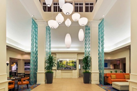 The lobby has a kid-friendly aquarium and plenty of comfortable couches. (Photo: Business Wire)